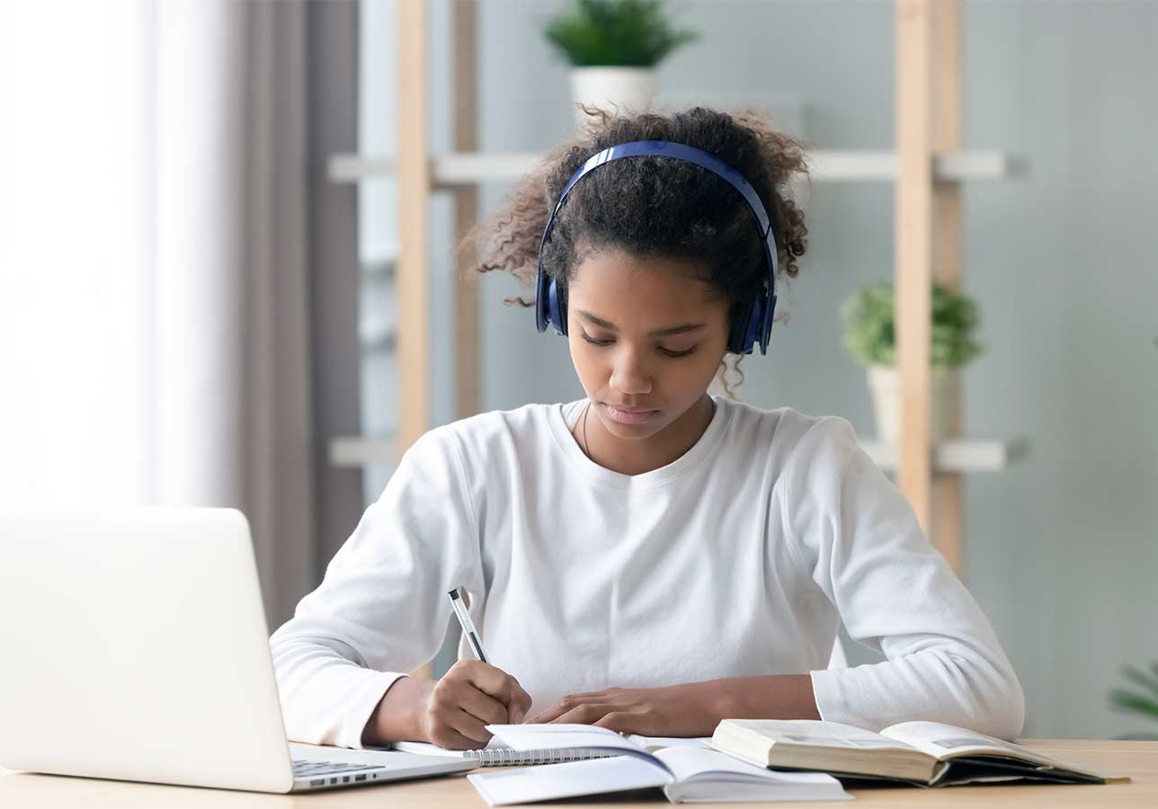 Distance Learning Success: Tips, Tools, Apps, and Solutions for Online Students